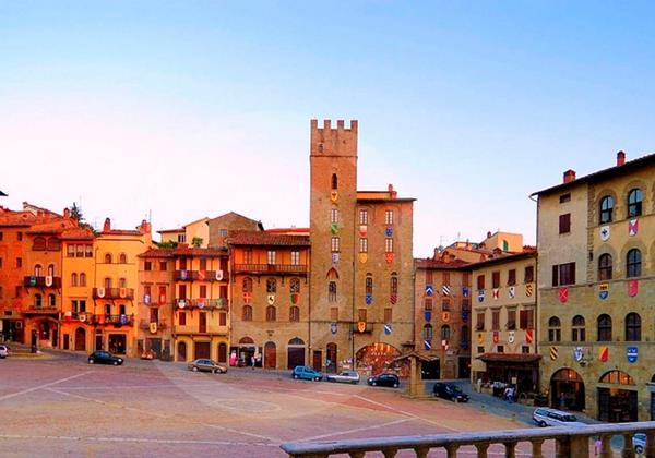 Tn Arezzo Piazza Grande 1024X503